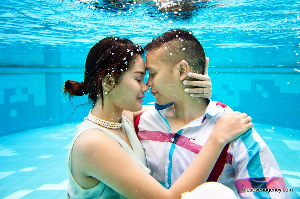 Underwater wedding - image (1).jpg