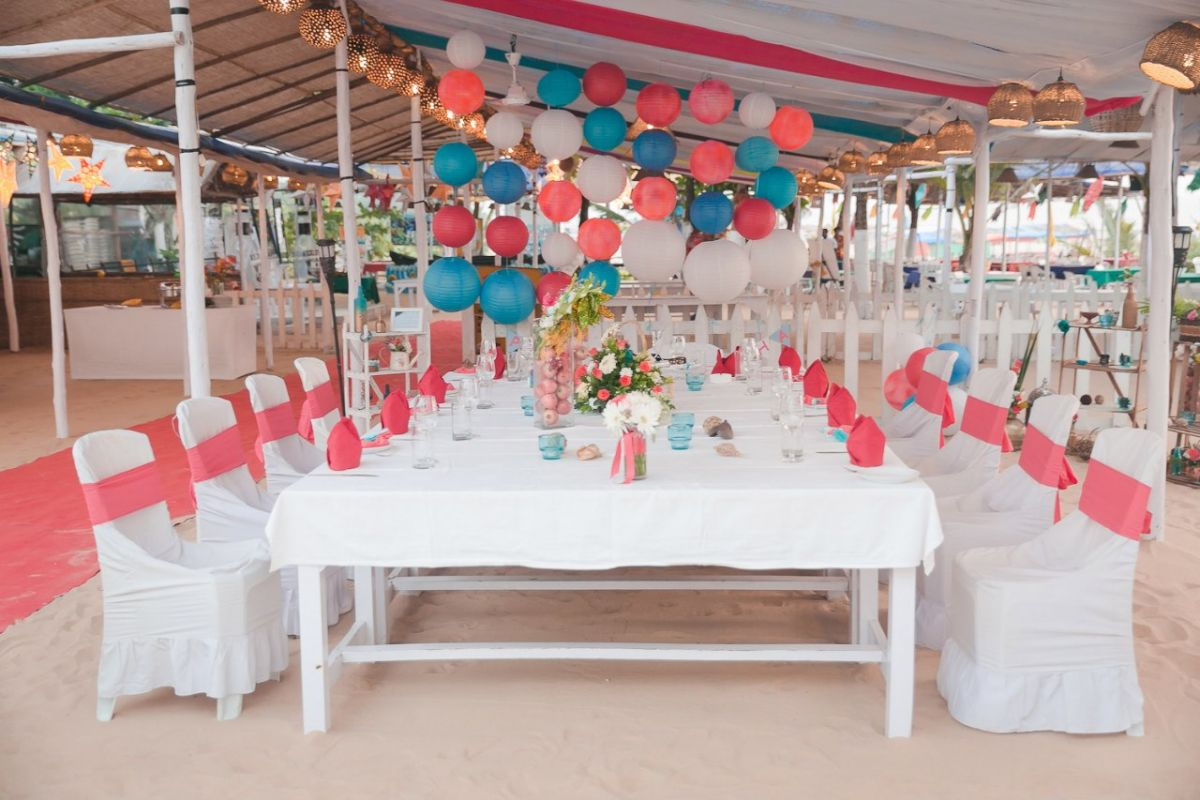 Beach wedding - PIj8QRdROd4.jpg