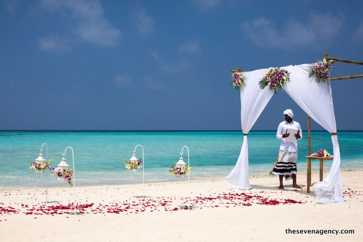 Beach wedding - 1P3A4320.jpg