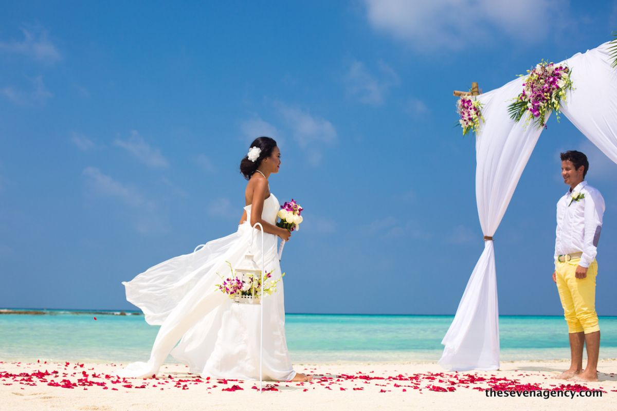 Beach wedding - 1P3A4359b.jpg