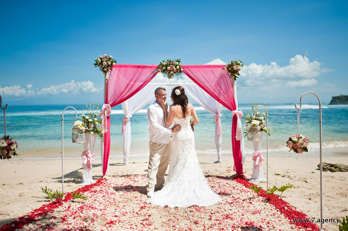 Hidden beach wedding - AG1_0002.jpg