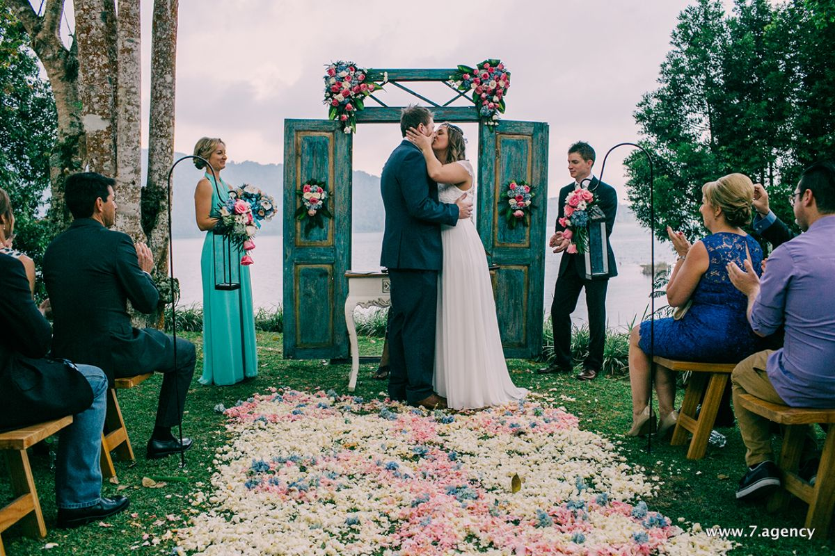 Exclusive lake wedding - 01.10.2015 Roxy + Matt_033.jpg