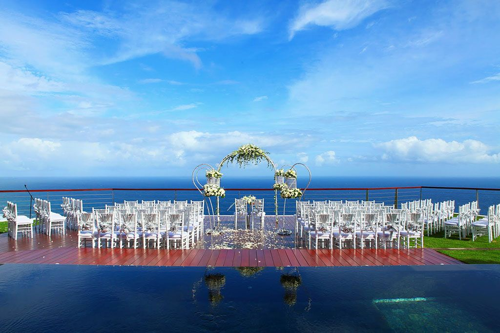 Villa wedding in Bali - thedge.jpg