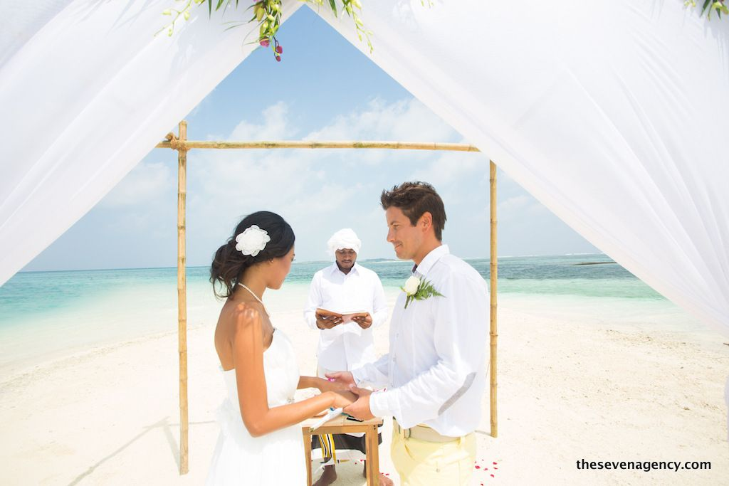 Beach wedding - 1P3A4418.jpg