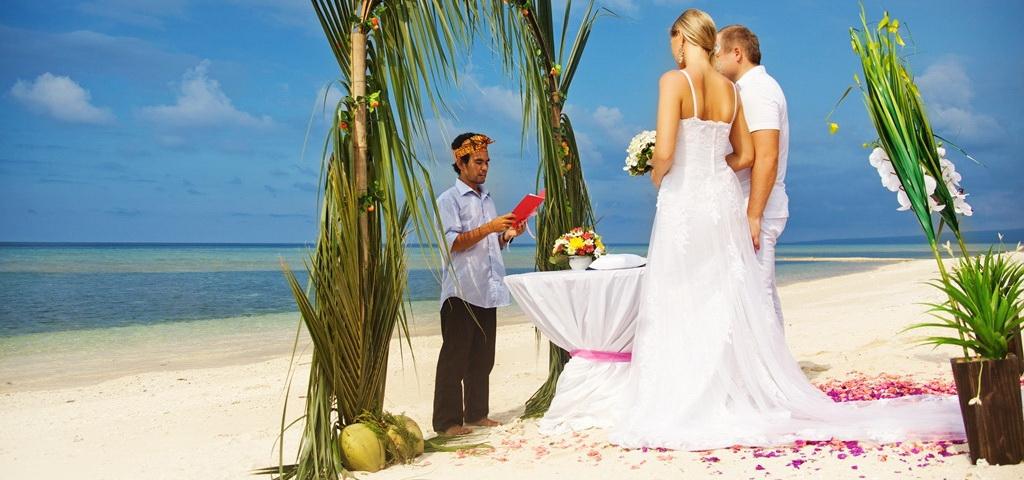 White sand wedding on Gili Islands